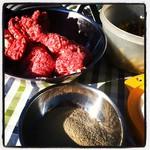 Man kann #Bouletten und #Bohnensalat auch draußen zubereiten. #EG13 #ohneKüche #sowaswieSommer