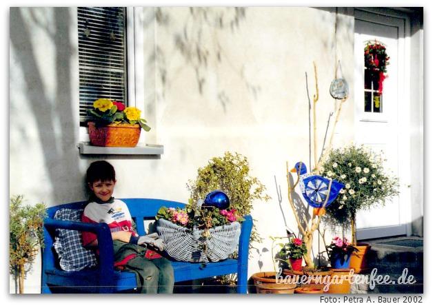Die blaue Bank mit Kind 3, 2002