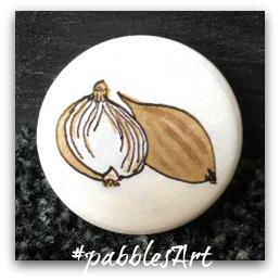 liebevoll von Hand illustrierter Button: Zwiebel