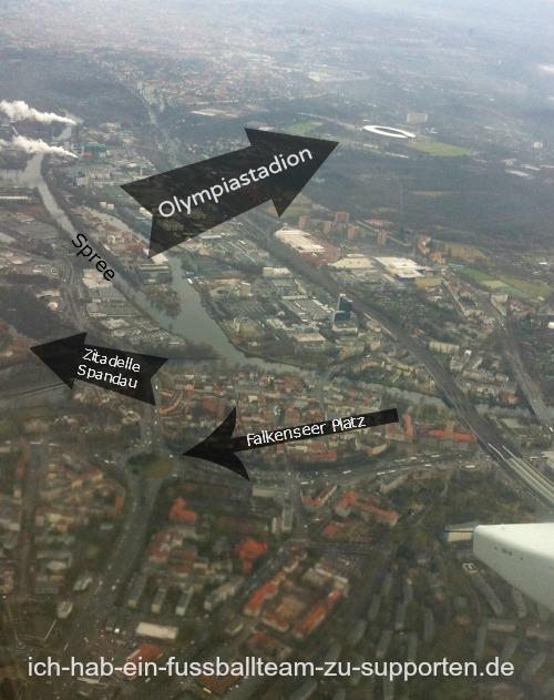 Das Berliner Olympiastadion aus dem Flugzeug