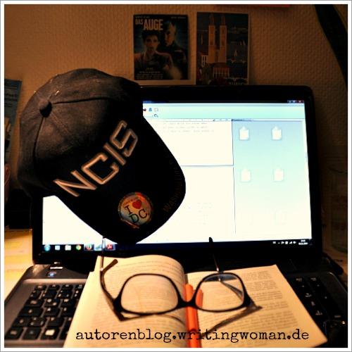 NaNoWriMo-Schreibtag 3. Mit meiner coolen NCIS-Mütze aus Washington.DC